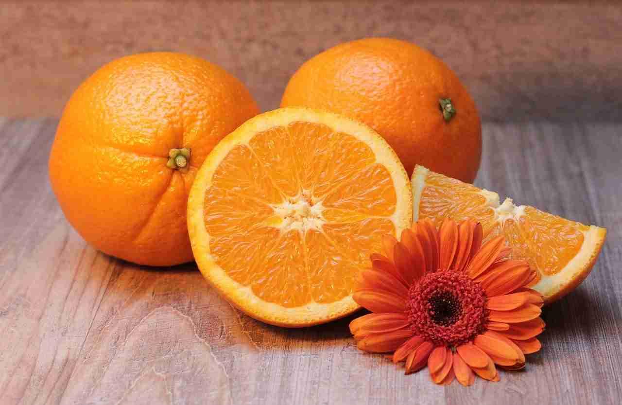eating orange in cold